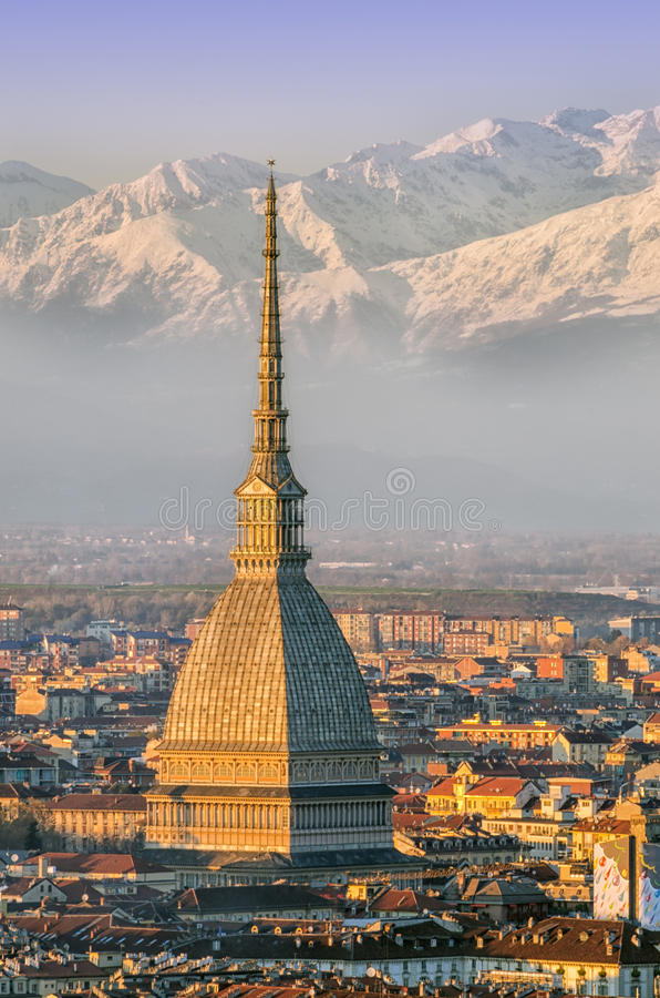 Turin (Torino), Mole Antonelliana und Alpen stockfoto
