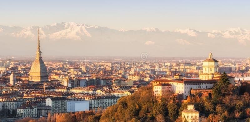 Turin (Torino), panorama på solnedgången royaltyfri fotografi