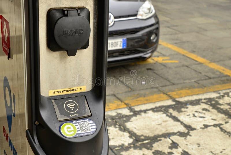 Turin, Touristen kreuzen CNL-Quadrat lizenzfreie stockbilder