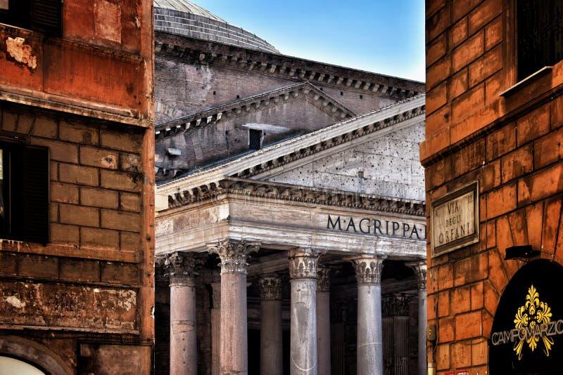 Turism i Rome pantheon arkivbilder