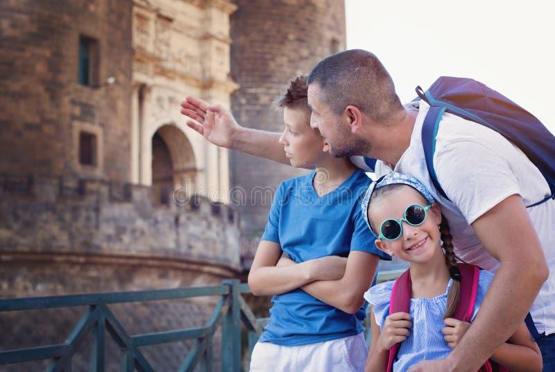 Turism min andra ser sommarsemesterarbeten arkivbild