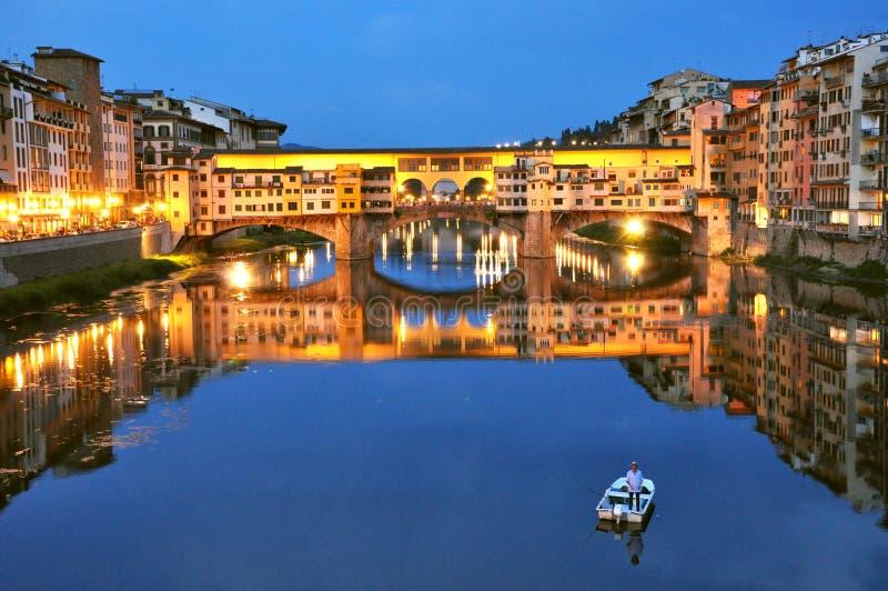 Turismo città in Italia, Firenze con il vecchio ponte fotografie stock