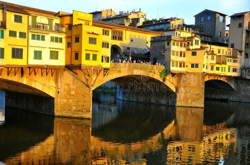 Turismo città in Italia, Firenze con il vecchio ponte immagine stock libera da diritti