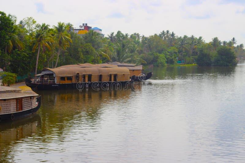Turismo de Barcos Tradicional em Kerala House fotografia de stock royalty free