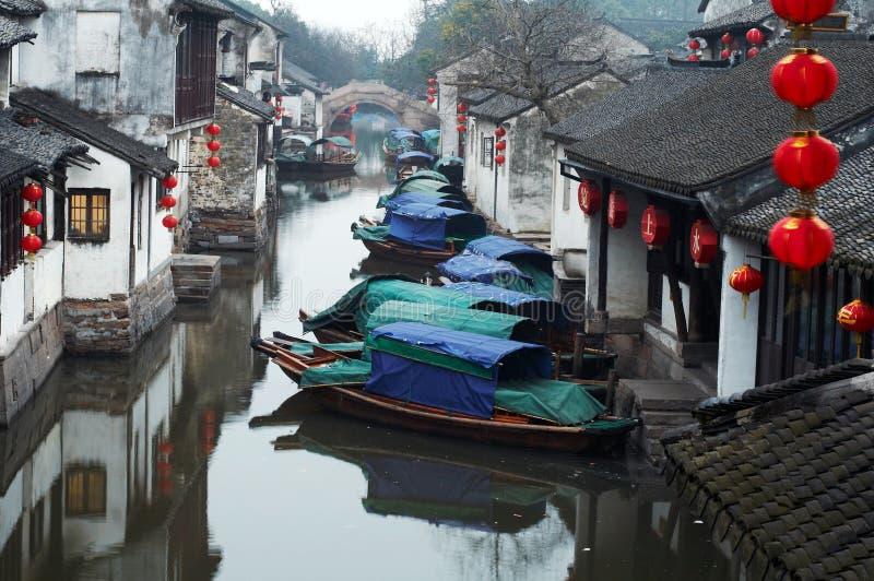 Turismo de China: Cidade antiga da água de Zhouzhuang foto de stock