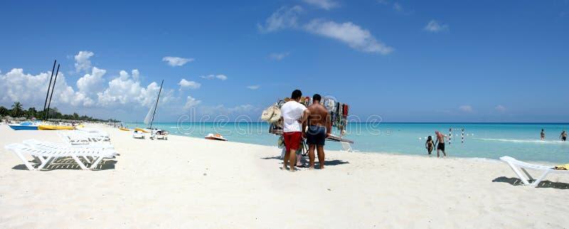 Turismo della massa in Cuba fotografie stock