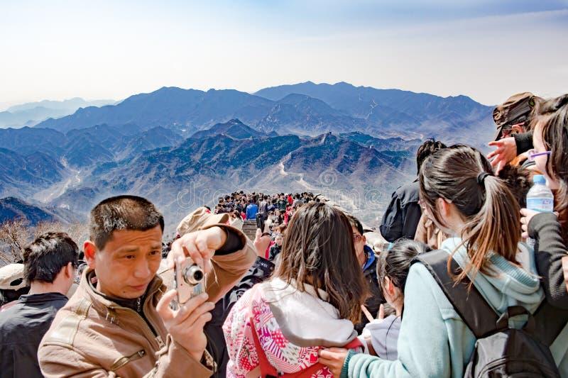 Turismo maci?o no Grande Muralha perto do Pequim, China foto de stock royalty free