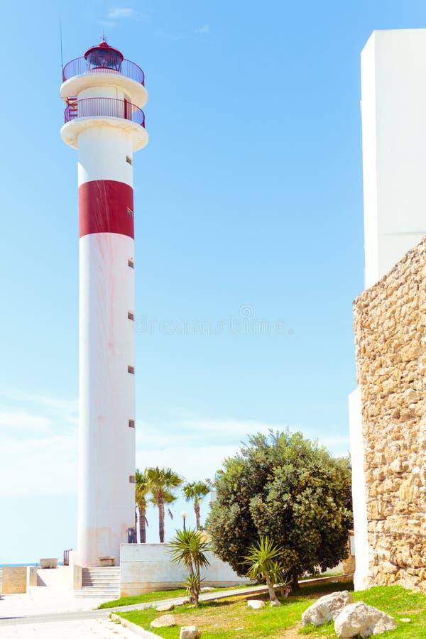 Turismo na Espanha Vista do farol na rota, Cadiz, Espanha imagem de stock