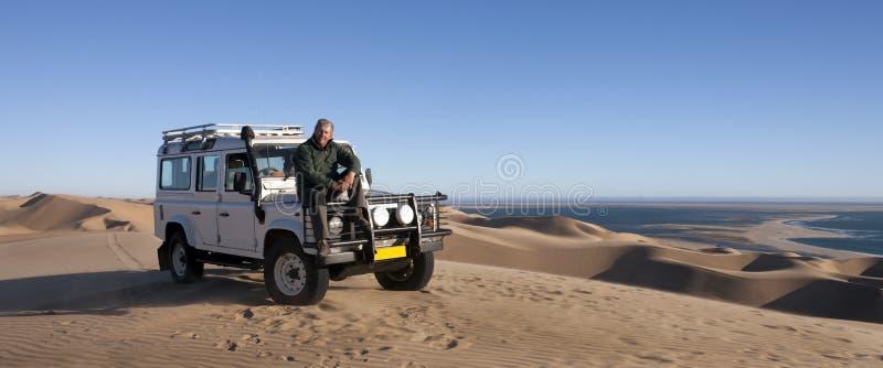 Turismo - sénior masculino em Namíbia imagem de stock royalty free