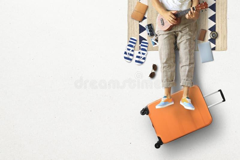 Turist- begrepp, en man med gitarren arkivfoto