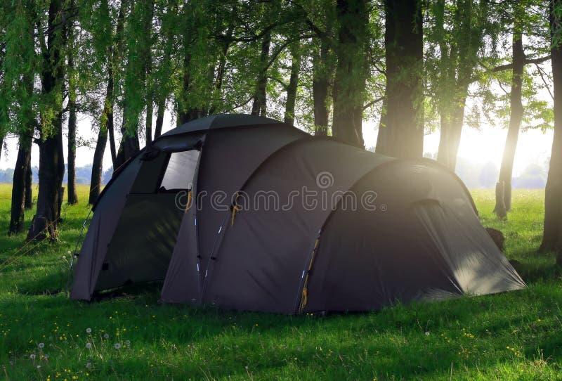 Turist- campa kupoltält arkivfoton