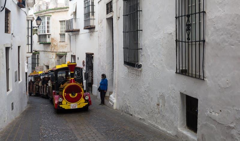 Turist- drev på de smala gatorna arkivfoto