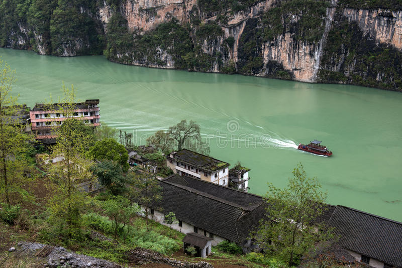 Turist- fartyg i den Wu flodklyftan arkivfoto