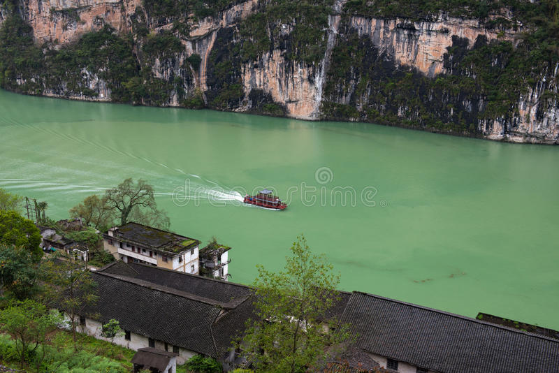 Turist- fartyg på den Wu floden fotografering för bildbyråer