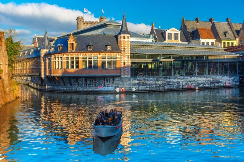Turist- fartyg på floden Leie, Ghent, Belgien fotografering för bildbyråer
