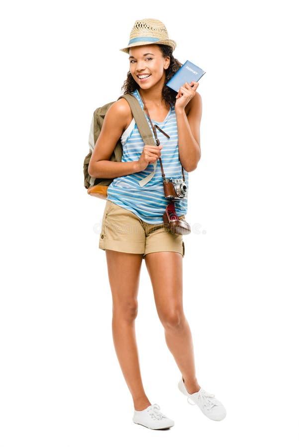 Turist- hållande pass för lycklig afrikansk amerikankvinna royaltyfri foto