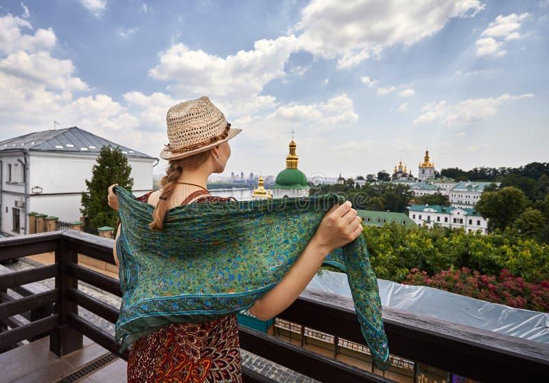 Turist i Kiev Pechersk Lavra royaltyfri fotografi