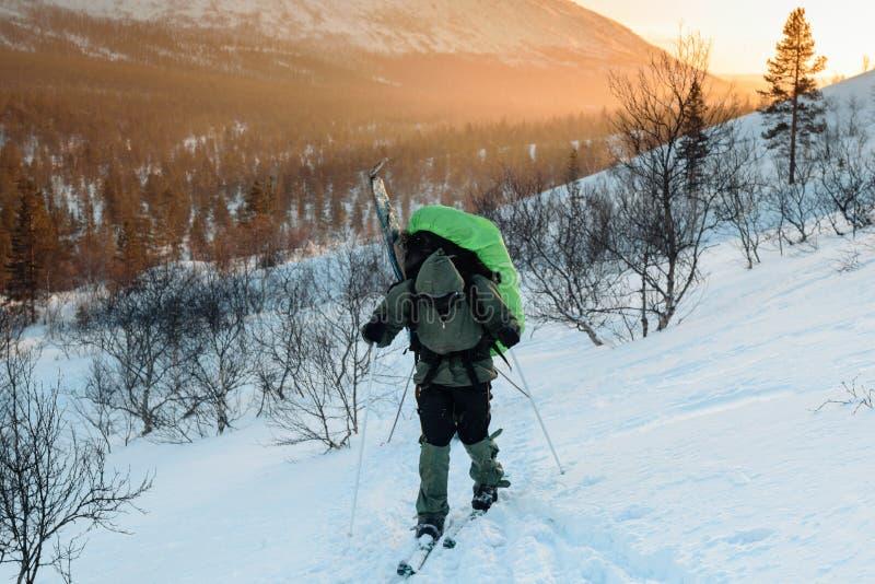 Turist i ryss Lapland, Kola Peninsula royaltyfria bilder