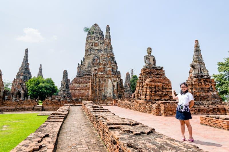Turist- invitera för flickashowhand royaltyfri foto