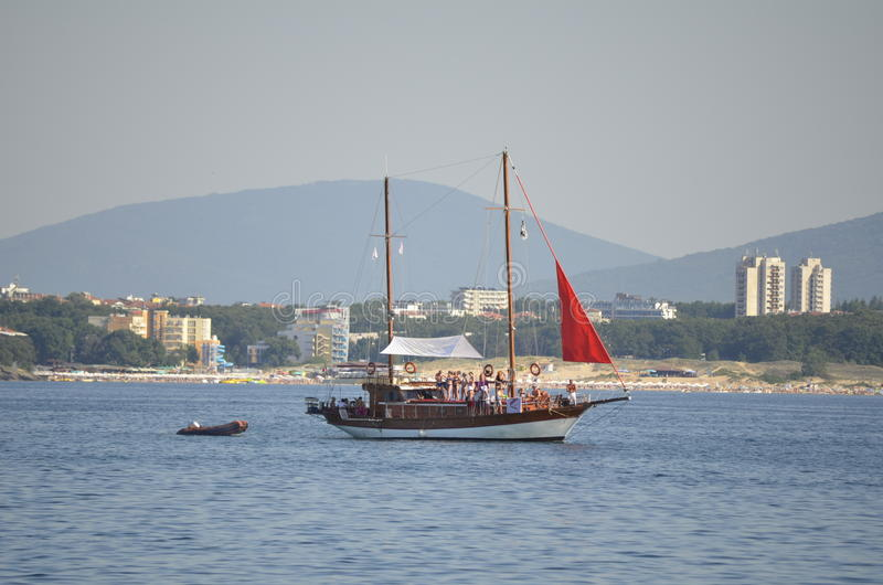 Turist- kryssningskepp i Blacket Sea royaltyfria foton