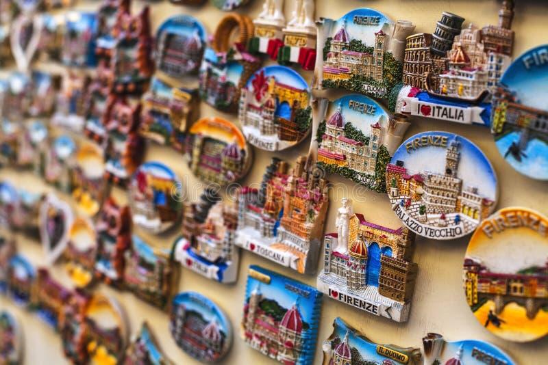 Turist- magneter av Florence sälja i minut royaltyfria foton