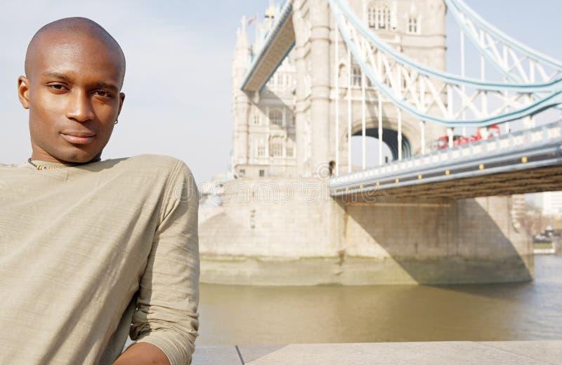 Turist- man i den London ståenden. arkivfoton