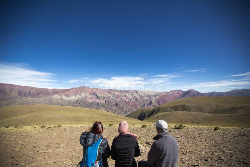 Turist och Quebradaen de Humahuaca, nordliga Argentina arkivbilder