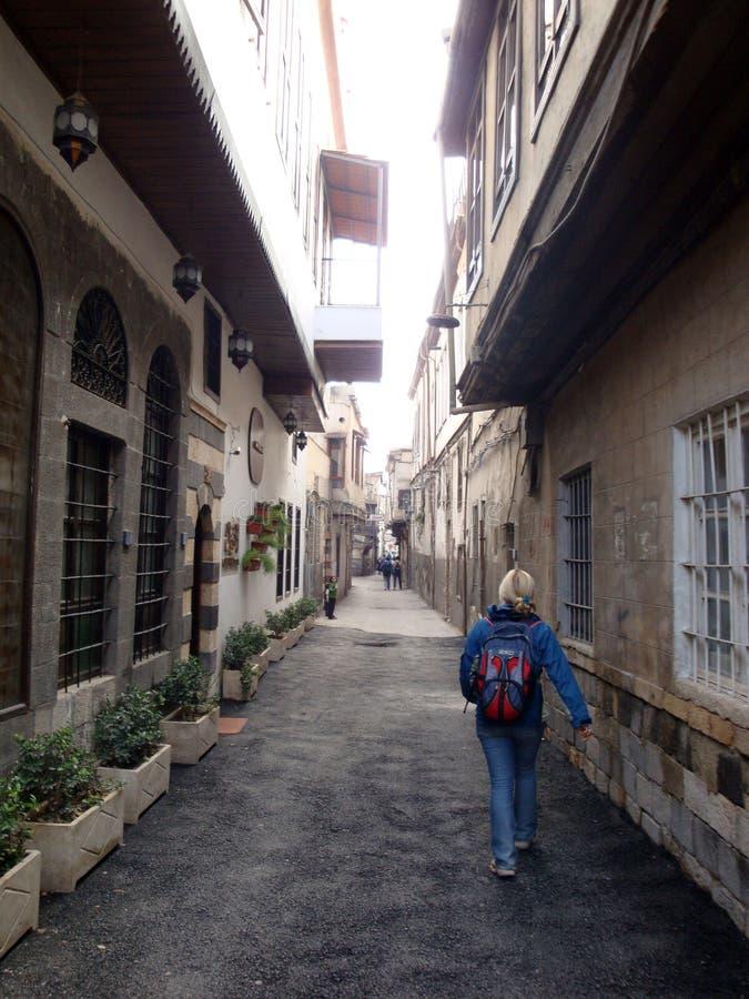 Turist på gatorna av Damascus royaltyfria bilder