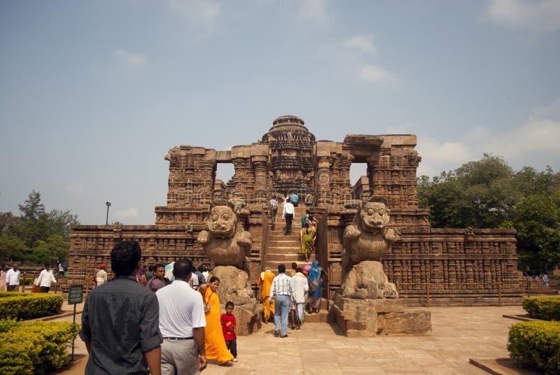 Turist på soltemplet, Konarak, Indien arkivbild