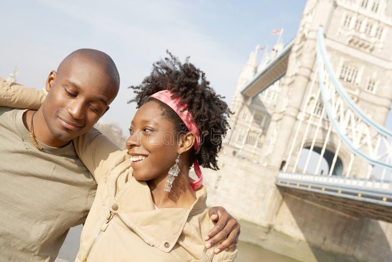 Turist- par i den London ståenden. fotografering för bildbyråer