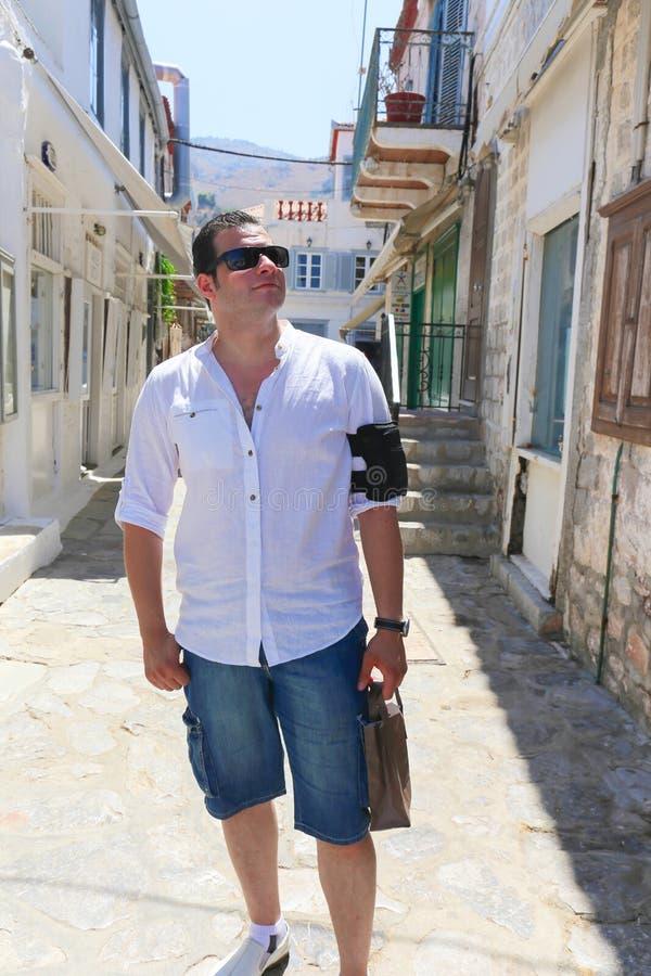 Turist- promenad på den Grekland ön arkivbild