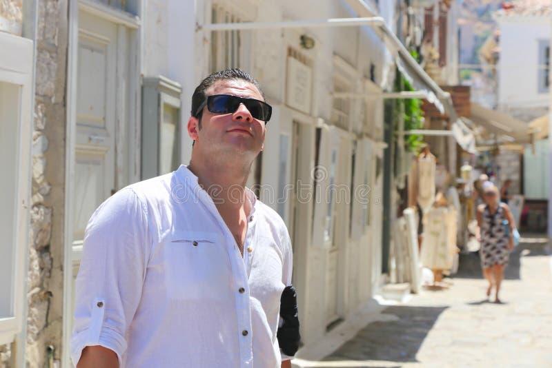 Turist- promenad på den Grekland ön arkivbilder