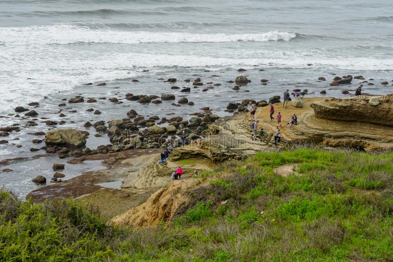 Turist- tycka om & undersökning parkerar kommandosoldater på Point Lomatidvattentipsen fotografering för bildbyråer