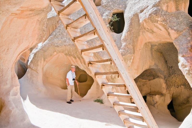 Turista Awestruck em Cappadocia, Turquia foto de stock royalty free