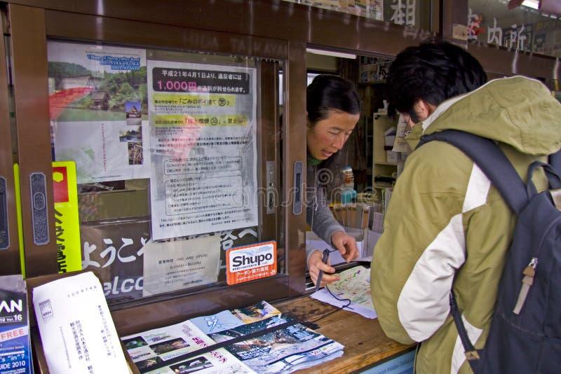 Turista che chiede i sensi fotografia stock libera da diritti