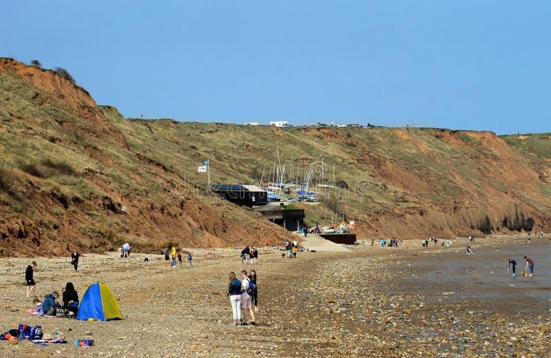 Turista che si rilassa sulla spiaggia di Filey fotografie stock