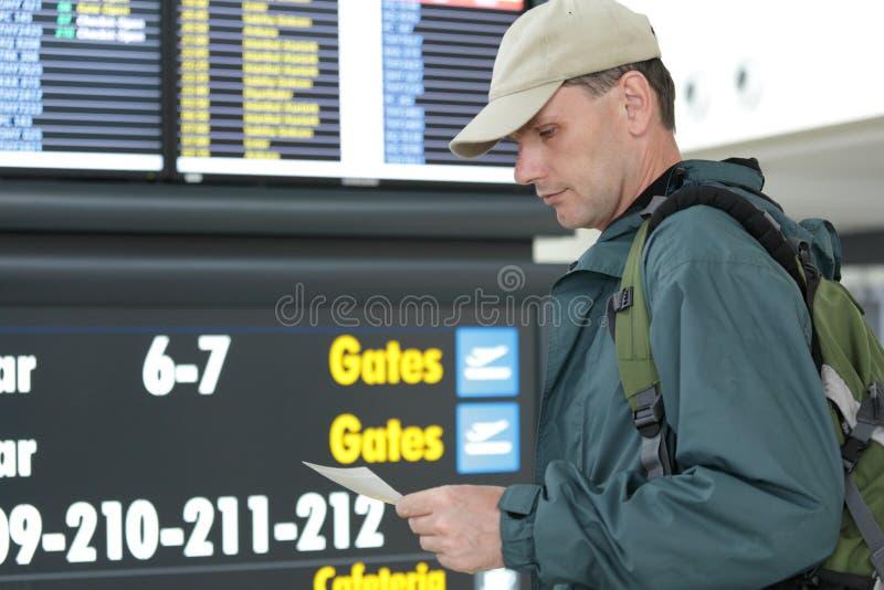 Turista com bilhetes imagem de stock