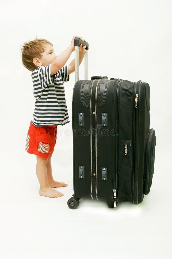 Turista con la valigia pesante fotografia stock
