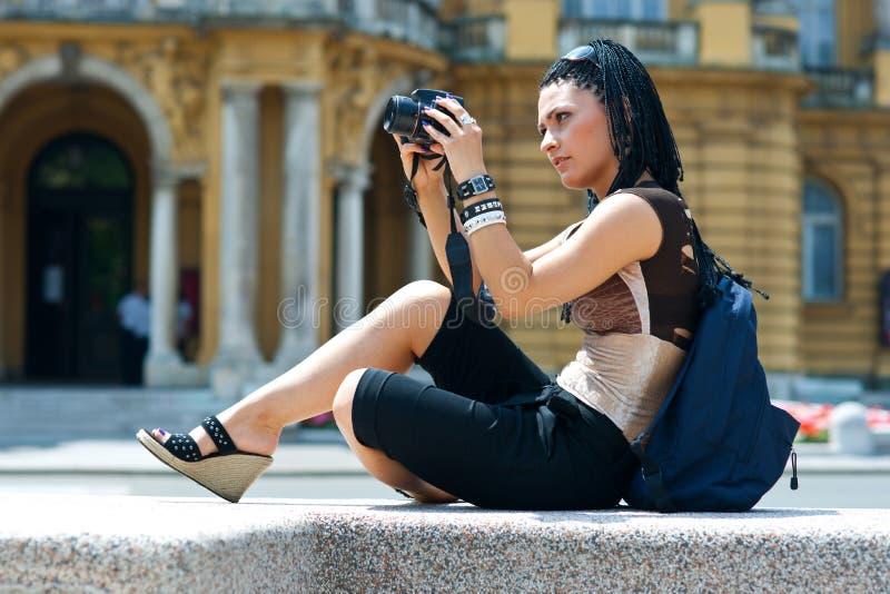 Turista da mulher com câmera foto de stock royalty free