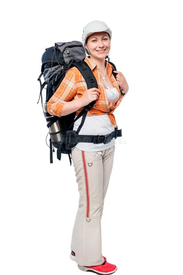 turista de la chica joven con una mochila grande en integral en blanco imagen de archivo