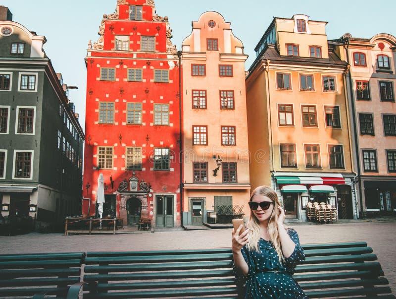 Turista de la mujer en la ciudad de Estocolmo foto de archivo libre de regalías