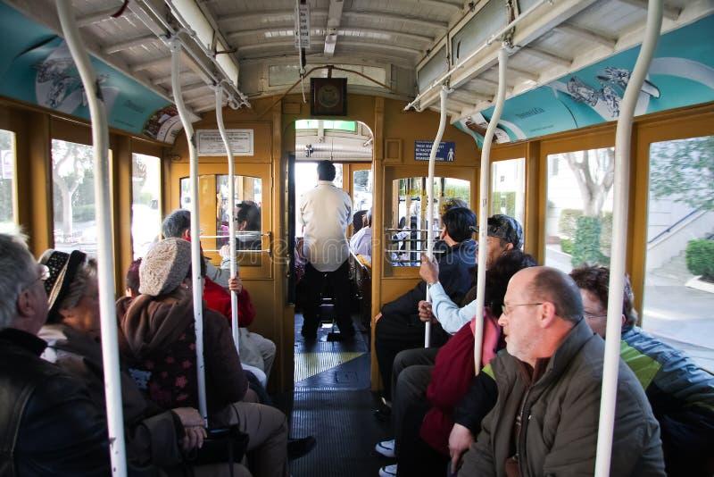 Turista dentro del teleférico fotografía de archivo