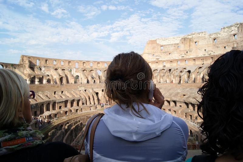Turista em Colosseum fotos de stock