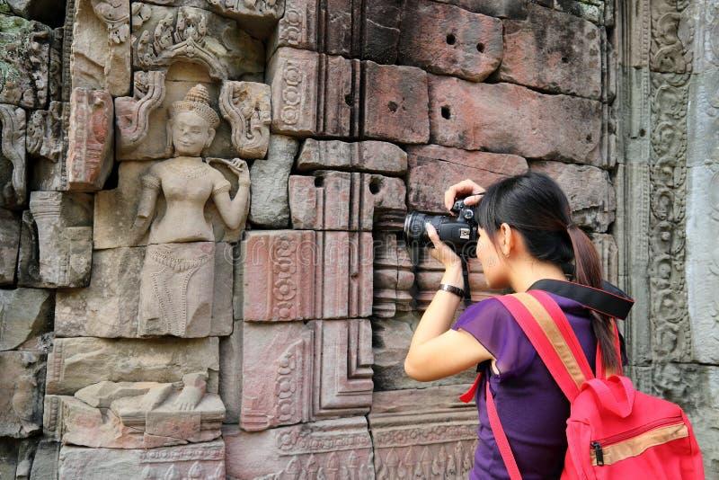 Turista en Angkor Wat fotos de archivo