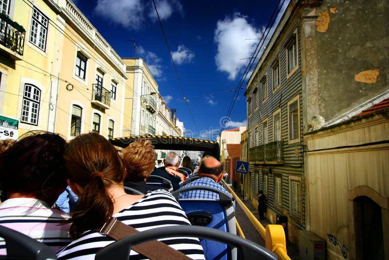 Turista en el omnibus de tragante abierto imagen de archivo libre de regalías