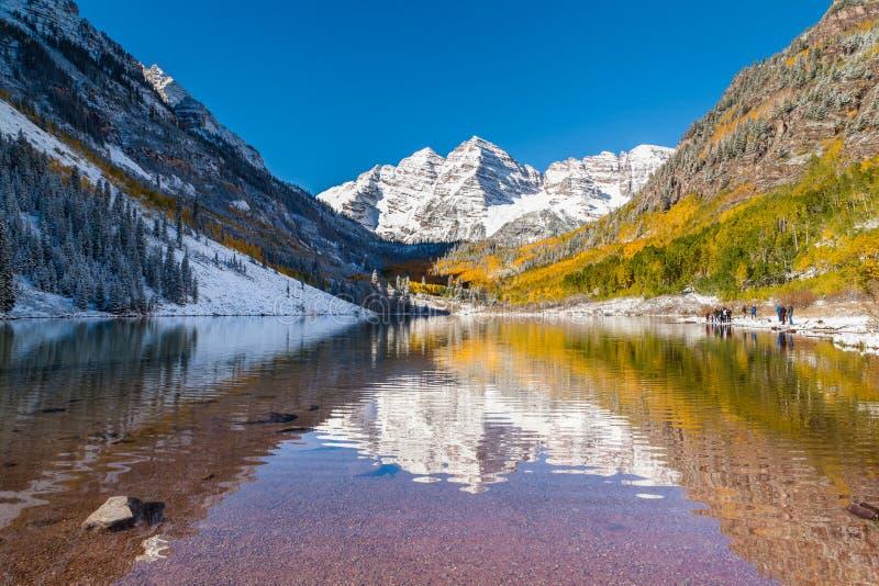 Turista en el parque nacional de las campanas marrón, Aspen, CO fotografía de archivo libre de regalías