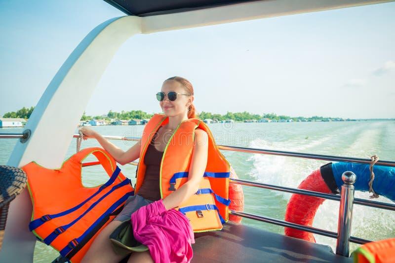 Turista en la travesía del delta del Mekong fotografía de archivo