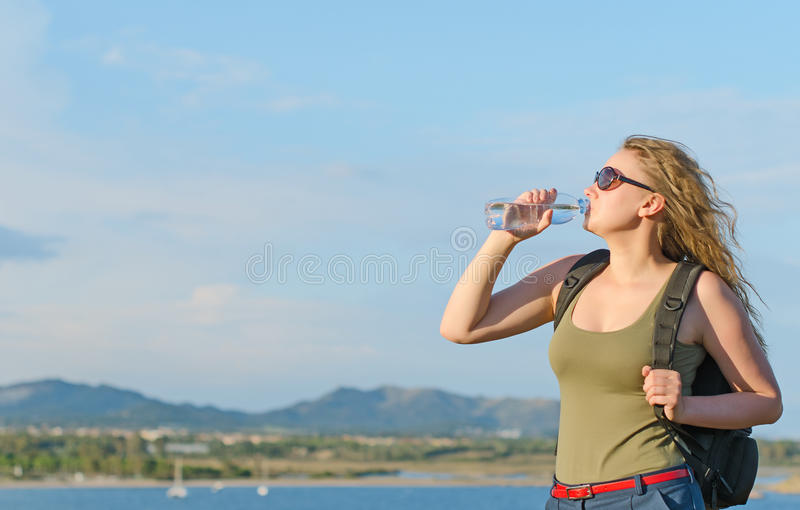 Turista femenino cansado. imagen de archivo