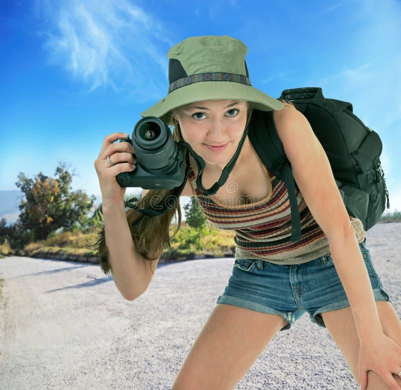 Turista joven con la cámara imagen de archivo libre de regalías