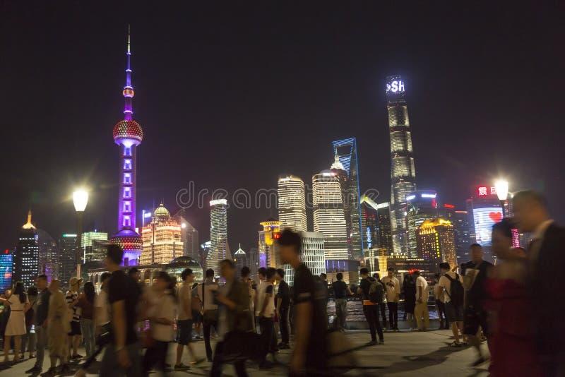 Turista na barreira em Shanghai, China foto de stock royalty free